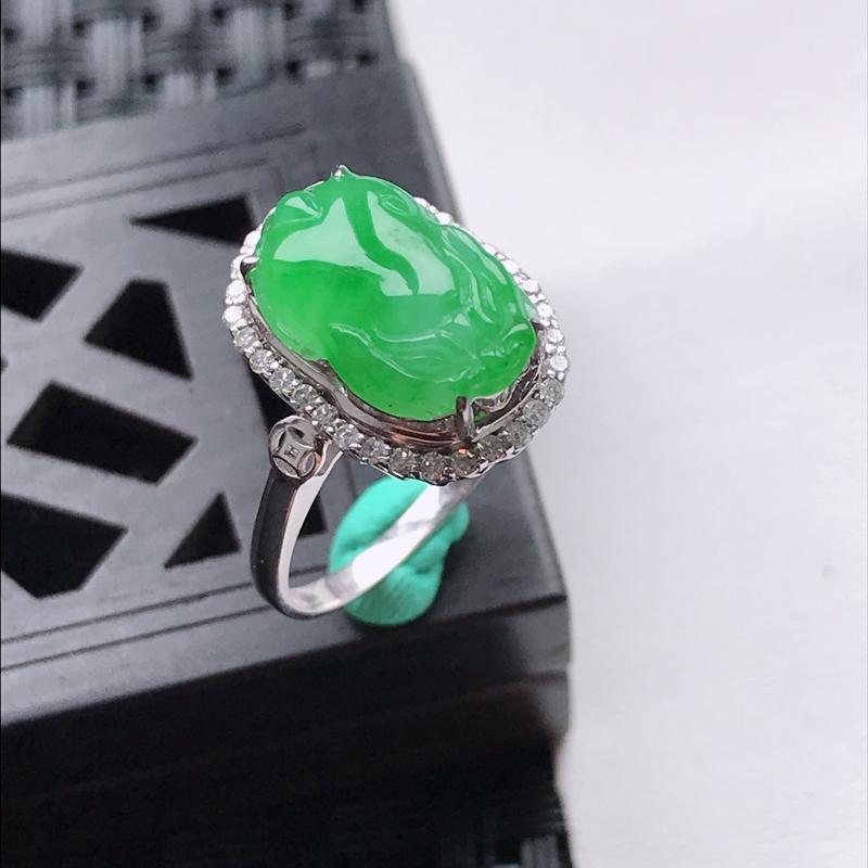 天然翡翠A货18K金镶嵌伴钻细糯种满绿貔貅戒指,内径尺寸17.1mm,裸石尺寸12.8-8.4-4.