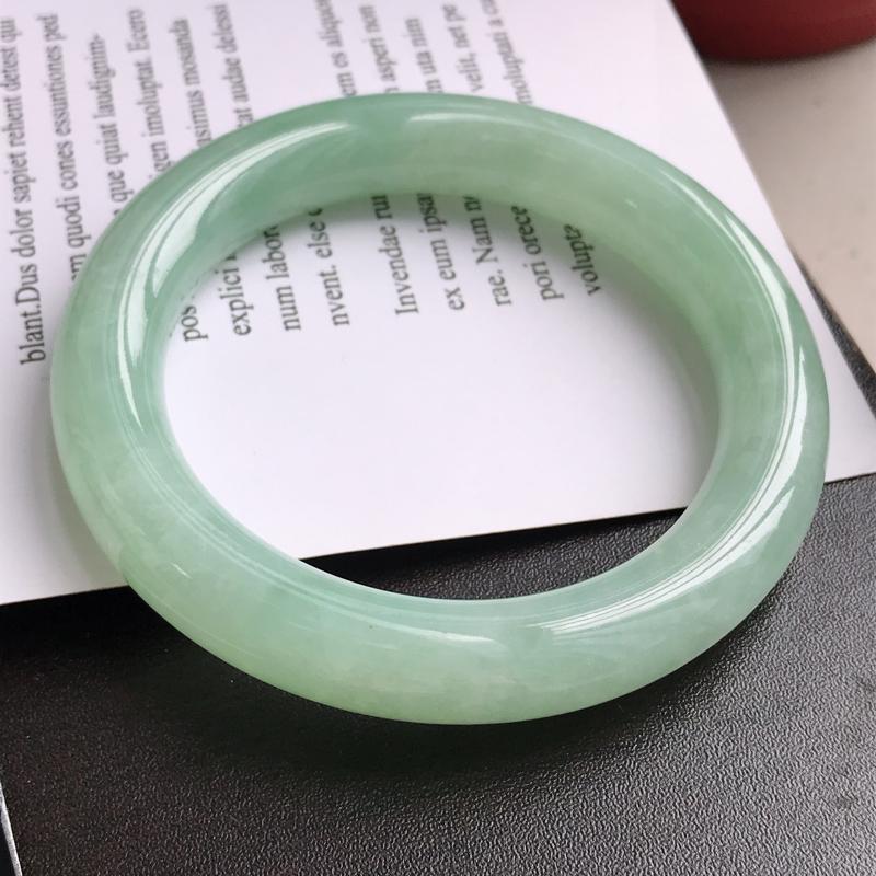 正圈,缅甸天然翡翠A货晴绿圆条手镯,尺寸57.5*11.8*10.9 老坑冰润水足 玉质细腻 上手优