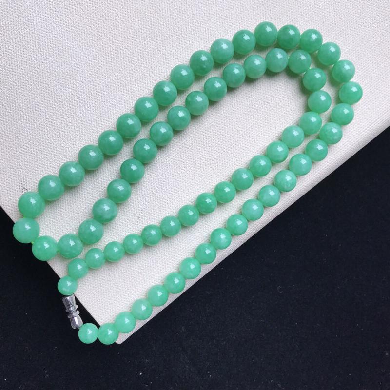 天然翡翠A货。糯化种满绿圆珠项链。玉质莹润,品相极佳。尺寸:8.8mm。##**