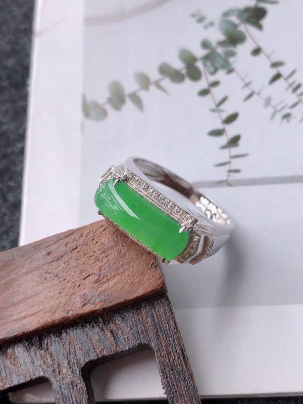 【镶嵌18k寄了伴钻完美戒指天然翡翠A货,尺寸:13-5.5-3内径17mm】图5