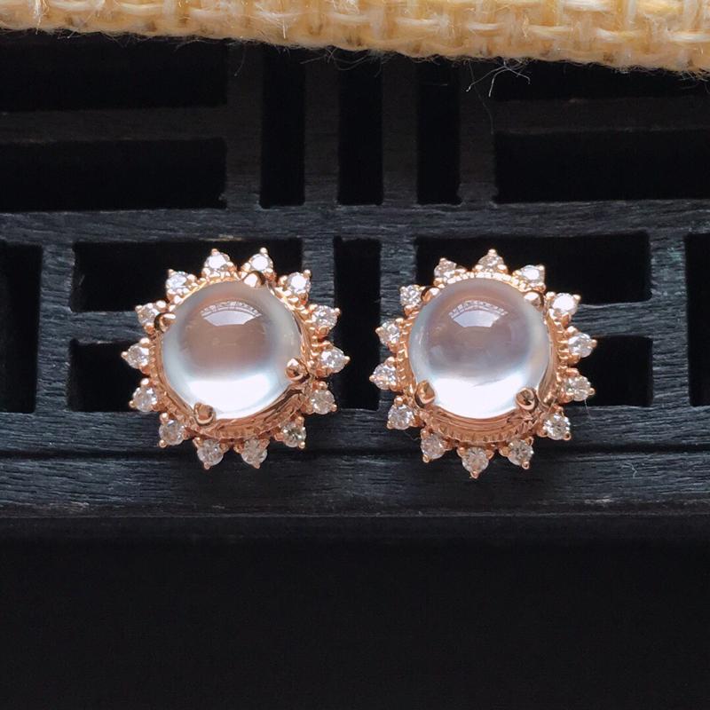 【原价3310】*18k金镶嵌围钻冰种起光蛋形耳钉一对,   料子细腻,雕工精美,颜色漂亮,  含金