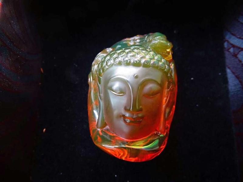天然缅甸琥珀,精品🎉🎉 缅甸老坑红茶绿膜变色龙,大师作品,火彩绿膜超重,实物更美几乎净水完美品质。规