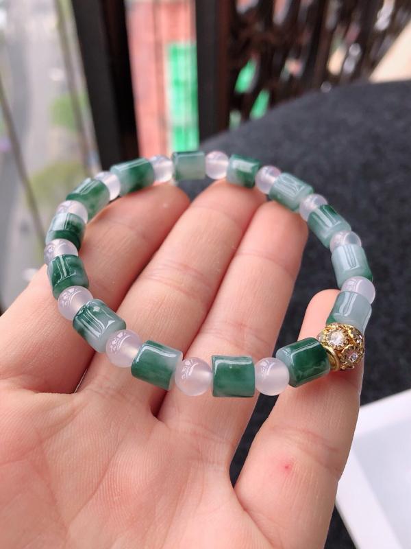 飘花福气手链天然翡翠A货,尺寸:9-6.6隔珠是装饰品