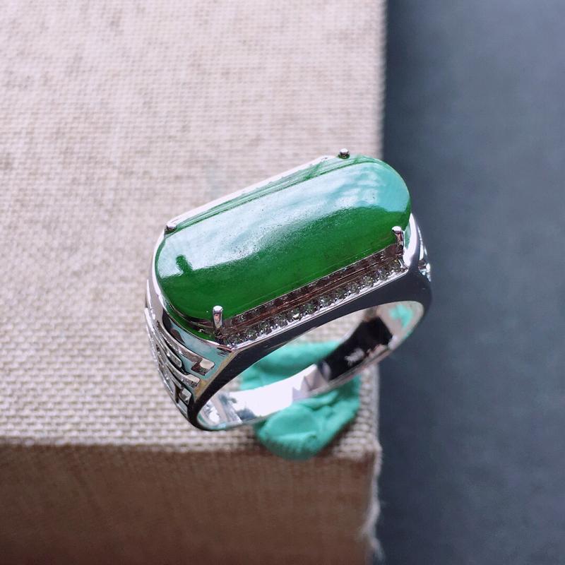 【18k金伴钻镶嵌满绿马鞍戒指,料子细腻,雕工精美,颜色漂亮,裸石尺寸:17×8×2mm  圈口18mm】图2