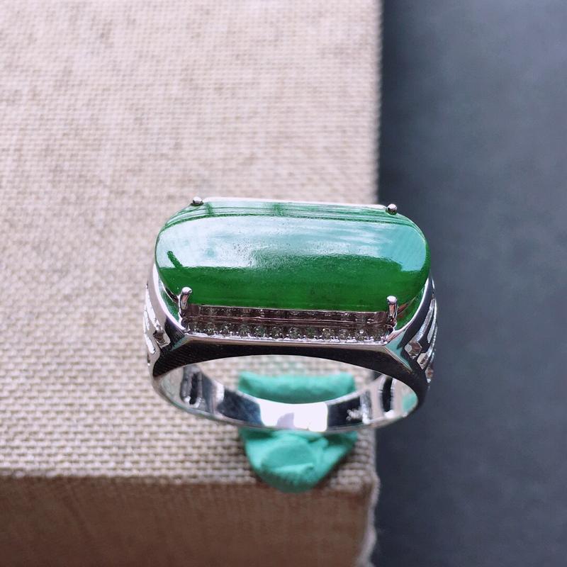 18k金伴钻镶嵌满绿马鞍戒指,料子细腻,雕工精美,颜色漂亮,裸石尺寸:17×8×2mm  圈口18m