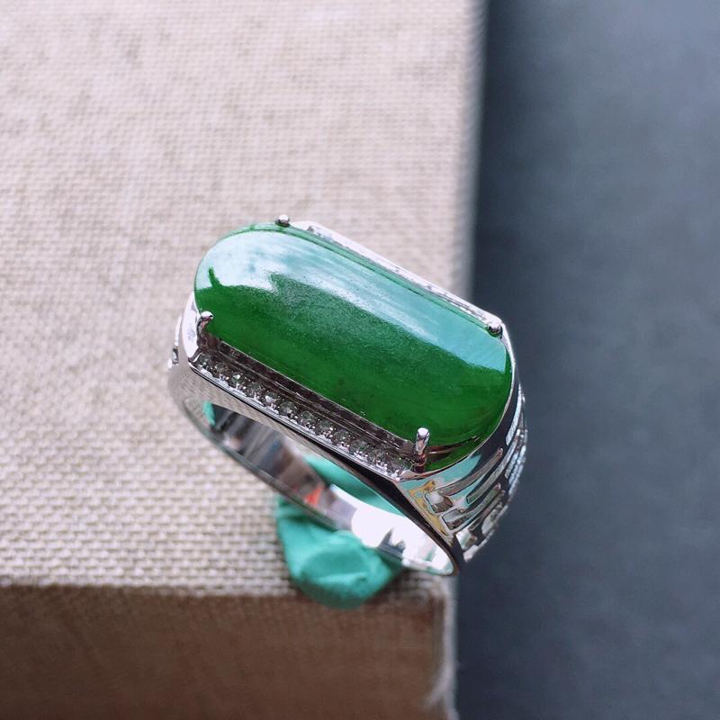 【18k金伴钻镶嵌满绿马鞍戒指,料子细腻,雕工精美,颜色漂亮,裸石尺寸:17×8×2mm  圈口18mm】图3
