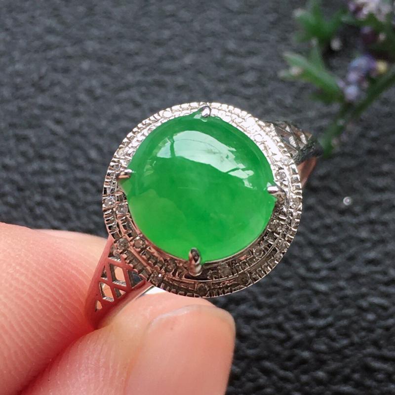 精品翡翠18K镶嵌伴钻戒指,雕工精美,玉质莹润,尺寸:内径:17MM,裸石尺寸:8.2*8*4.2M