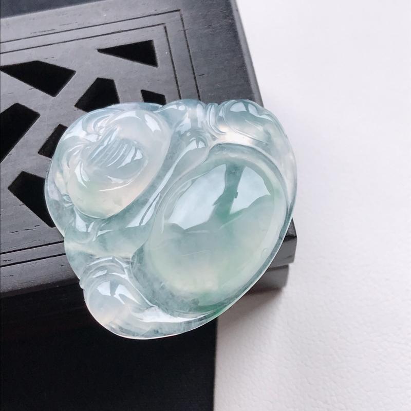 天然翡翠A货冰糯种飘花饱满佛公吊坠,尺寸26.6*29.4*6.5mm,玉质细腻,底色漂亮,上身效果
