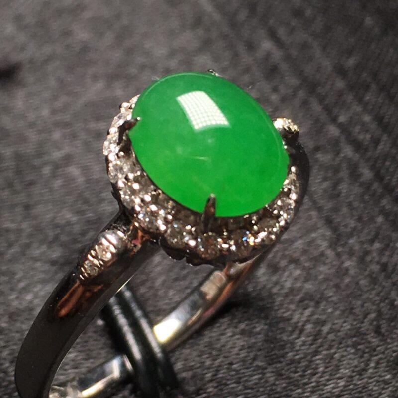 辣绿蛋面戒指 18k金钻镶嵌 饱满种水好 色艳绿 圈口14 整体10.1*8.8*7.8 裸石8.1