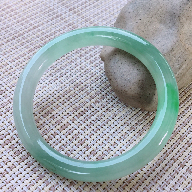 圆条52,天然翡翠手镯,水润起胶感,精美飘绿,质地细腻,圆条玉手镯,尺寸圈口52/7.8/8, 01