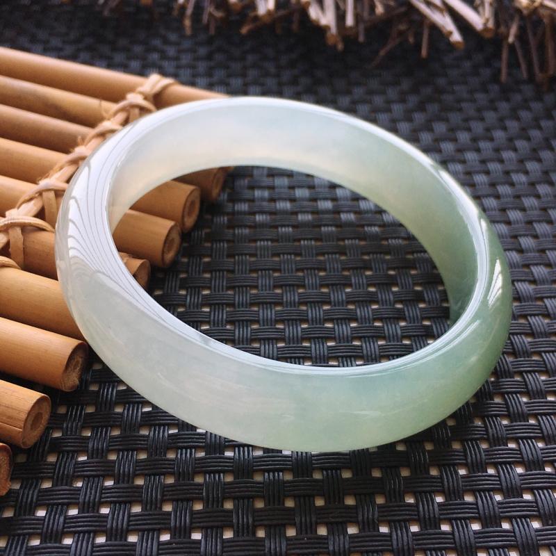 翡翠手镯内径59、天然A货翡翠手镯、水润细腻、版型宽厚、无纹裂