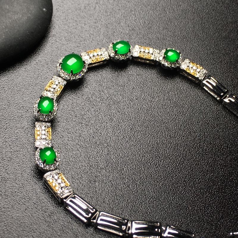 阳绿蛋面翡翠手链,款式新颖,色泽艳丽,水润,饱满圆润,性价比高,裸石尺寸:5.2*4.8*2.6整体
