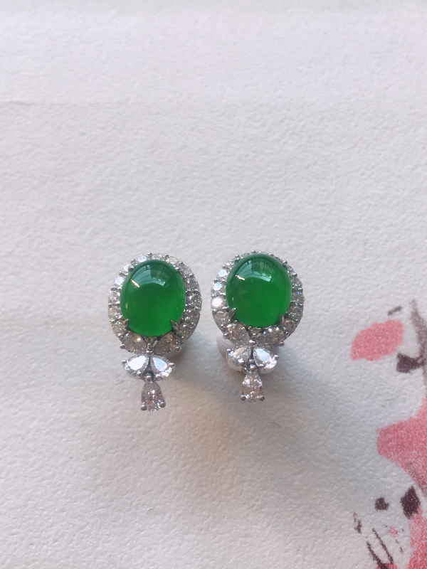 缅甸a货翡翠,18k金伴足反钻豪华镶嵌满绿蛋面耳饰耳坠 耳钉,料子细腻,颜色辣绿,种色一流,佩戴高端