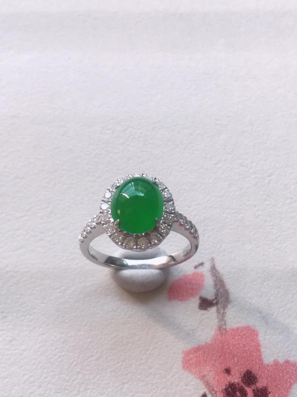 缅甸a货翡翠,18K白金镶嵌豪华足反钻满绿蛋面翡翠戒指,种老通透,颜色满绿,饱满圆润,性价比高,内径