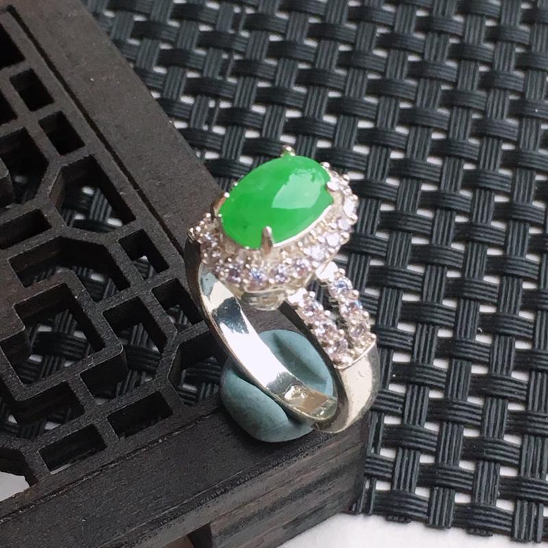 A货翡翠   糯化种满绿铜托蛋面戒指   尺寸内径18.1mm裸石10*6.9*2.6mm  水头好