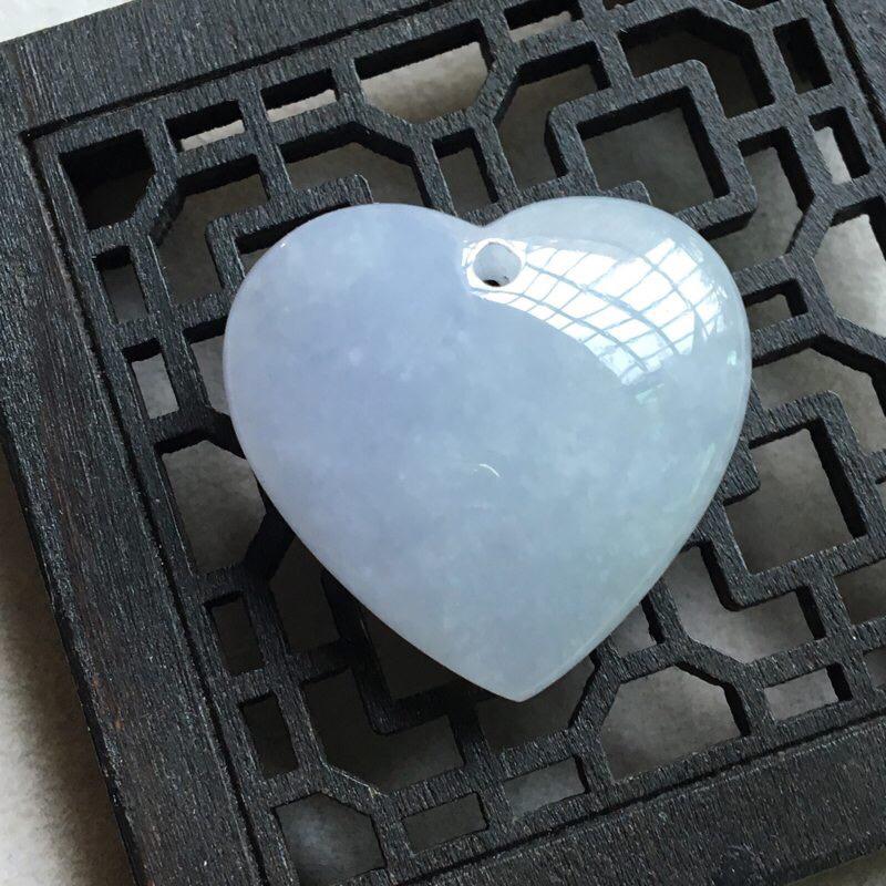 缅甸翡翠A货,心心相印,❤️❤️心中有你,一生平安,健康快乐,上身效果美美滴。送银扣,银项链。