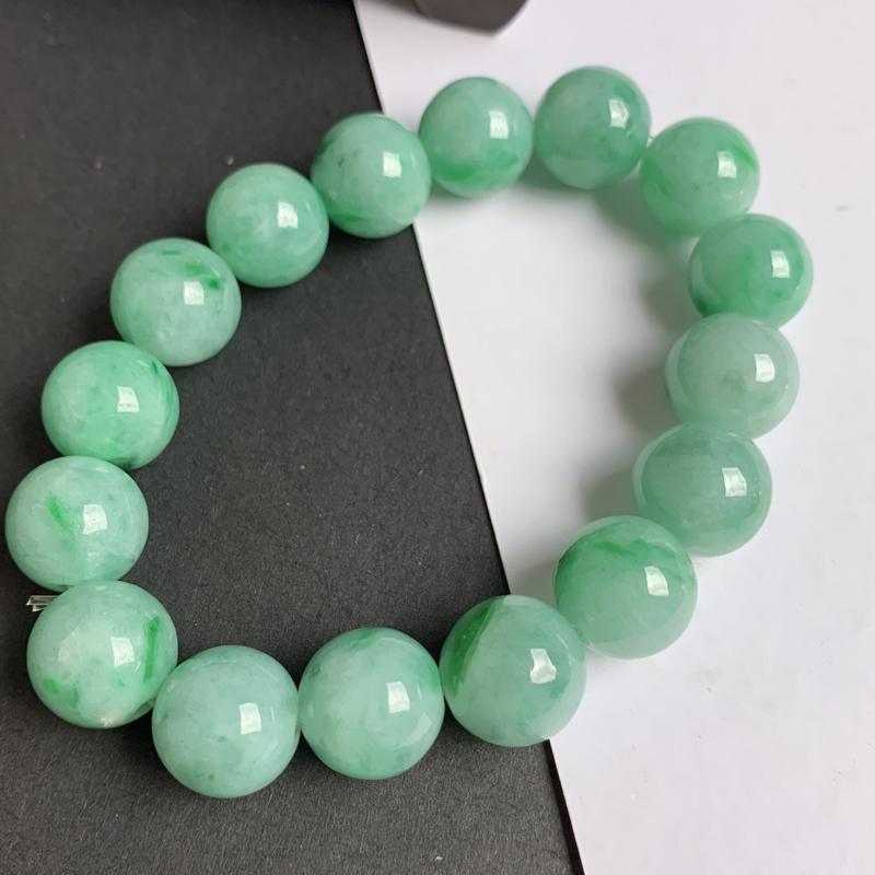 缅甸a货翡翠,水润满色圆珠手链,玉质细腻,颜色艳丽,圆润饱满,佩戴效果更佳
