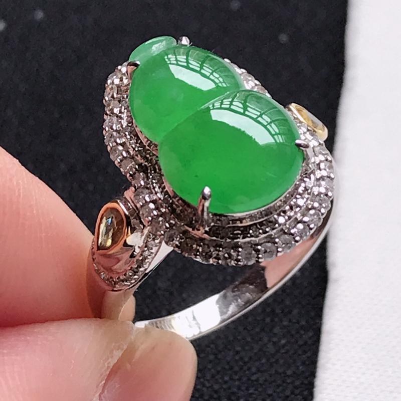 翡翠A货18K金镶嵌冰糯种满色阳绿葫芦戒指,玉质细腻,底色漂亮,上身高贵,尺寸内径17.5,裸石14