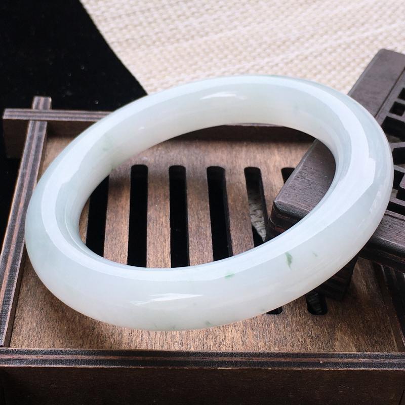 圈口:57,天然翡翠A货—飘花水润圆条手镯,尺寸:57.2/12/11.5,完美   玉质