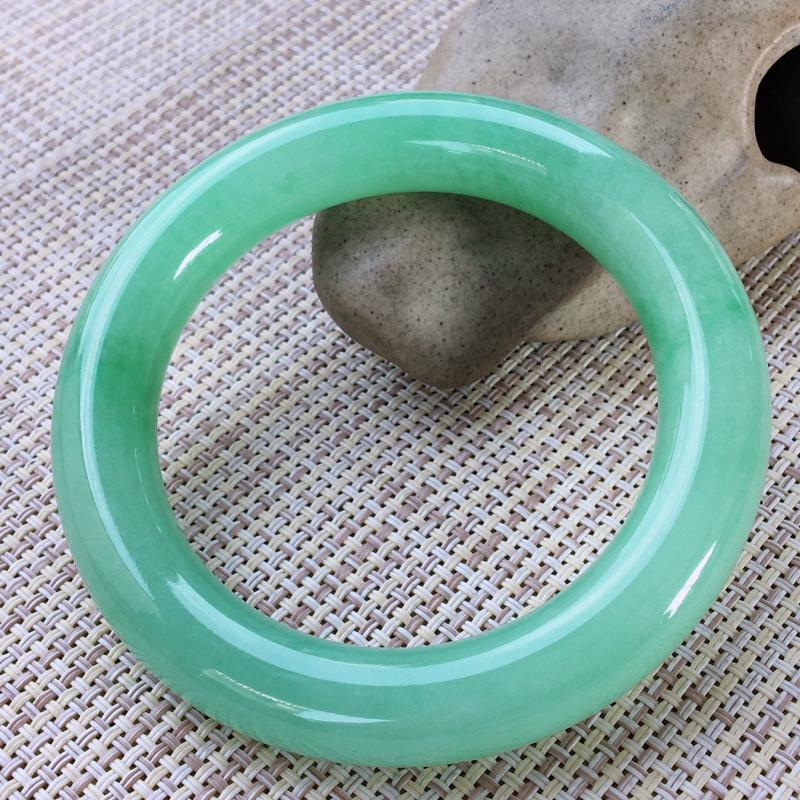 圆条56-57,天然翡翠手镯,水润起胶感,清秀浅绿,高档精美,饱满圆条玉手镯,完美无纹裂,尺寸圈口5