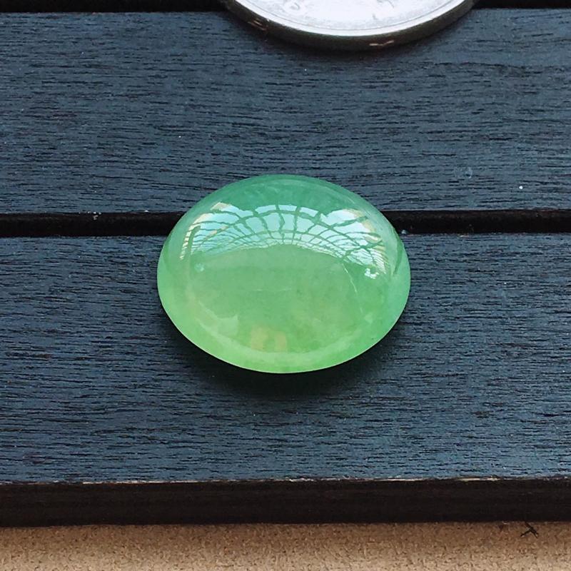 自然光实拍,缅甸a货翡翠,满绿蛋面,种好细腻,颜色漂亮,大个饱满,形体好,镶嵌效果佳