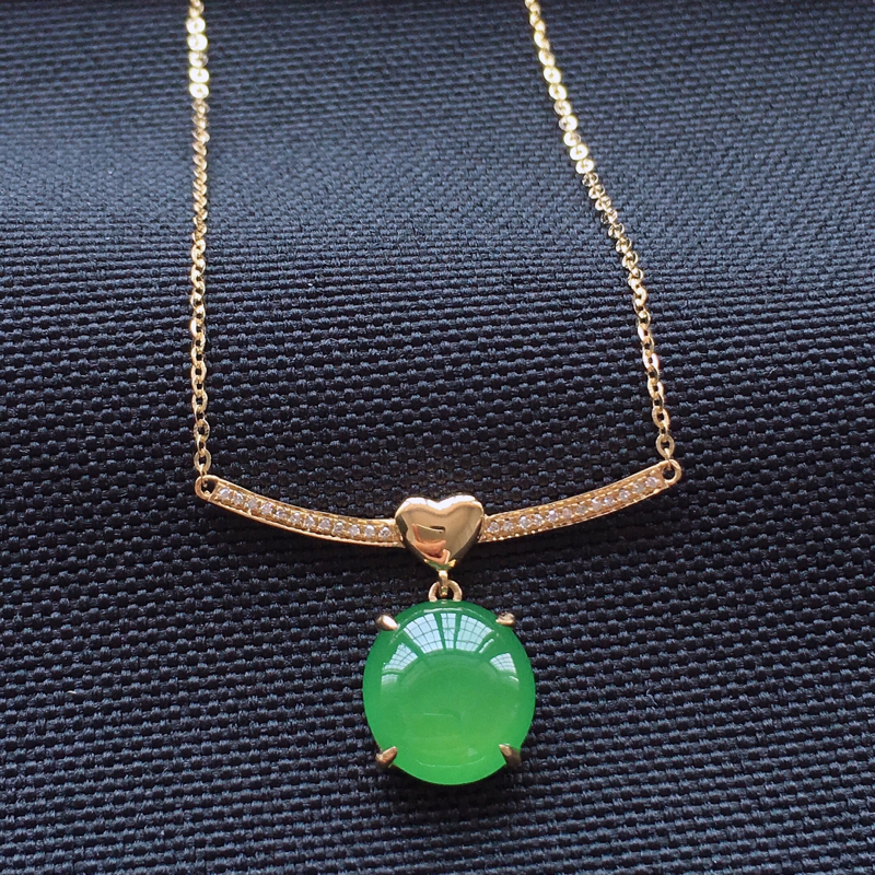 冰种翠绿精美锁骨链,18k金钻镶嵌,种老水润色美,唯美高贵漂亮,若有缘,莫错过。整体尺寸:1