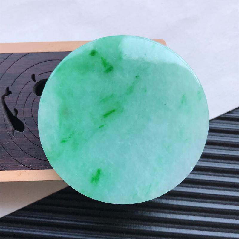 天然翡翠A货细糯种飘花精美平安扣吊坠,尺寸51.2-4.8mm,玉质细腻,种水好 底色漂亮,上身效果
