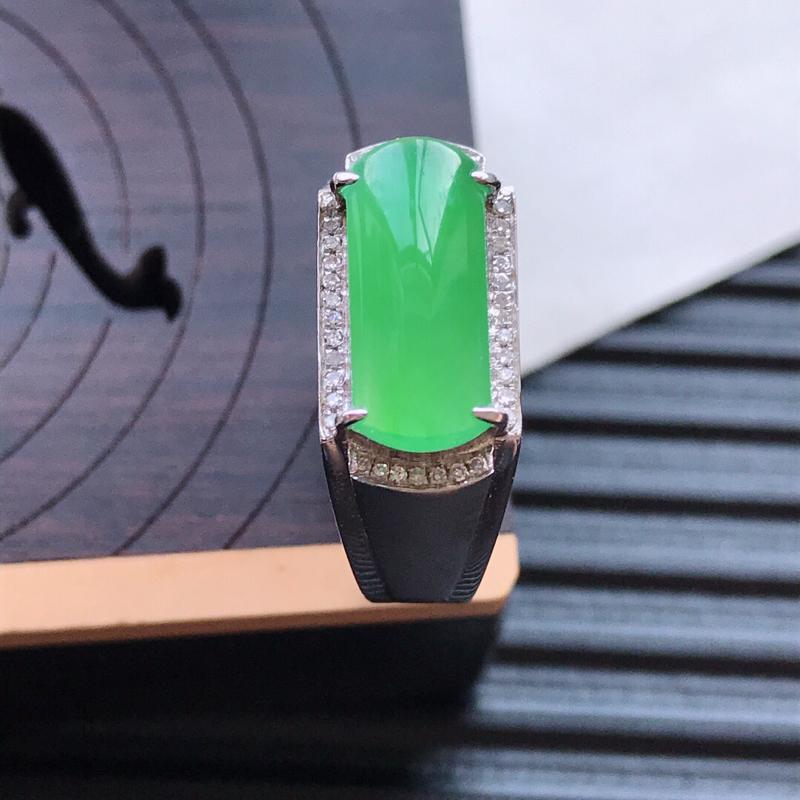 【天然翡翠A货18K金镶嵌伴钻冰糯种满绿精美马鞍戒指,内径尺寸18.7mm,裸石尺寸5.5-12.8-3mm,玉质细腻,种水好 底色漂亮,上身效果漂亮##**】图2