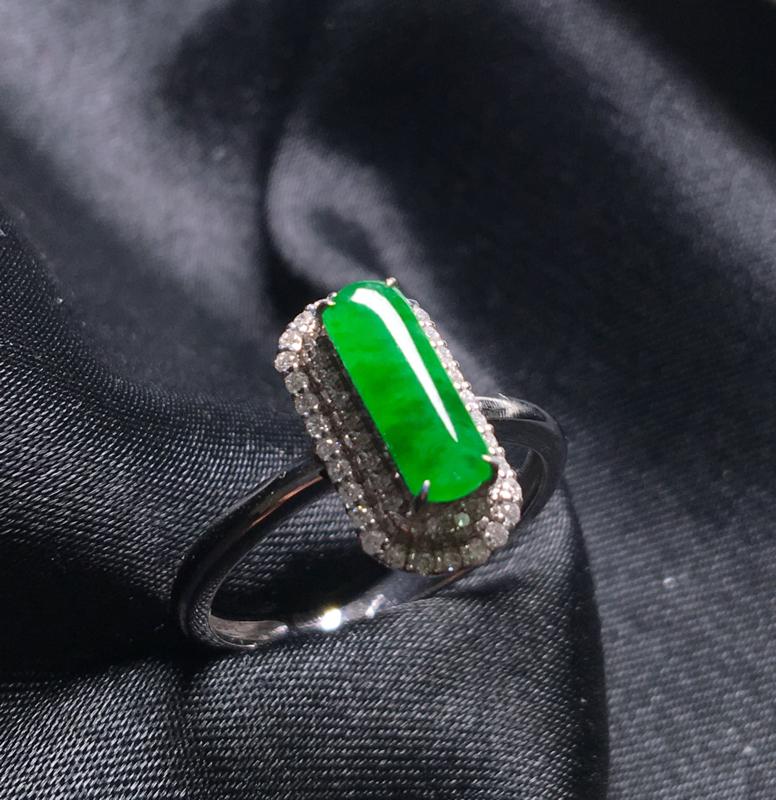 翡翠a货,满绿蛋面戒指,18K金伴钻,种水一流,颜色清爽,佩戴精美,性价比高,
