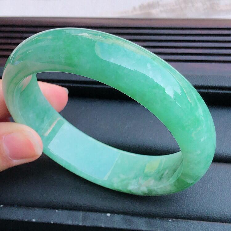 圈口58mm ,天然缅甸老坑A货绿色翡翠宽边手镯 ,料子细腻柔洁,尺寸58/16/8mm,重量65g