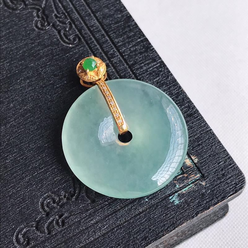 天然翡翠A货18k金镶嵌冰种晴水绿平安扣吊坠,含金尺寸:29.6×23.1×4.4mm,裸石尺寸:2