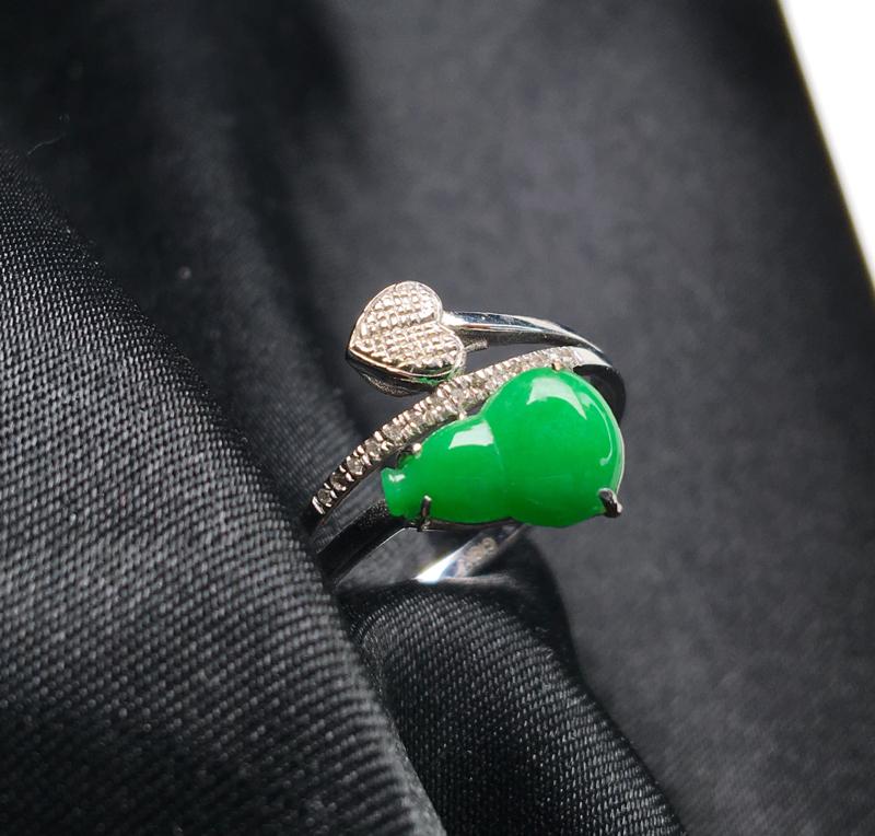 翡翠a货,满绿葫芦戒指,18K金伴钻,种水一流,颜色清爽,佩戴精美,性价比高