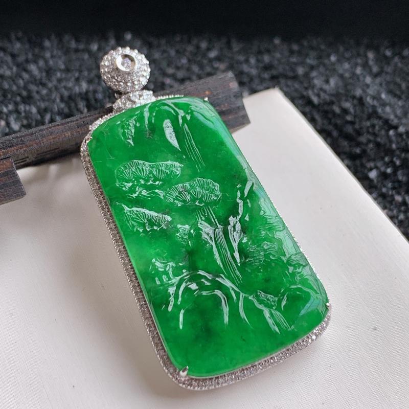 🙏缅甸天然翡翠A货   18k重金豪华镶嵌满绿山水吊坠。      质地细腻,种头好,精工雕刻,满绿