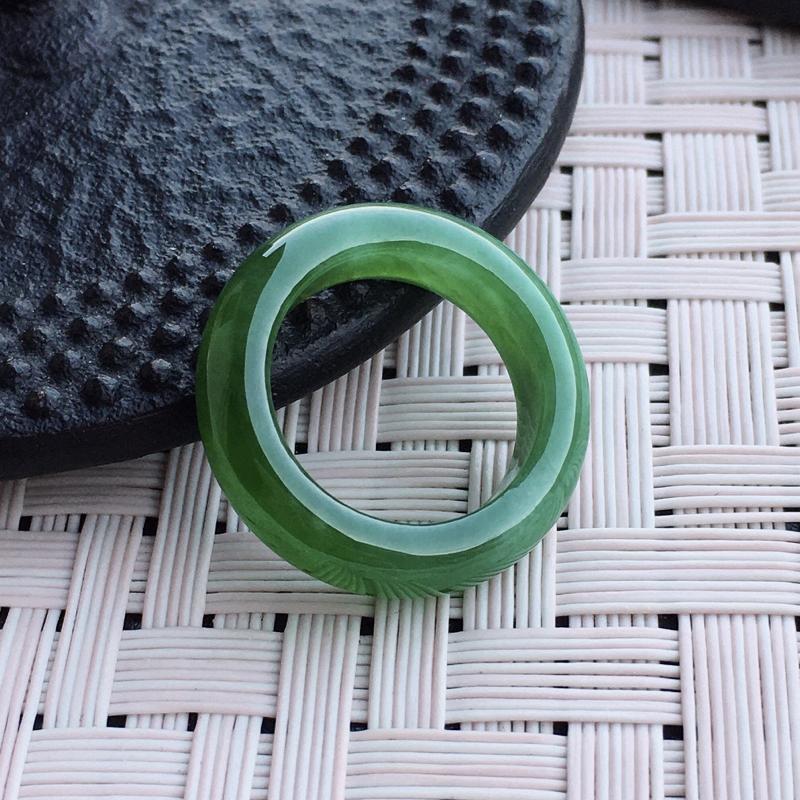 莹润满绿指环15圈口,底庄非常细腻通透,种老水足,无纹裂,收藏佩戴送礼佳品!##**