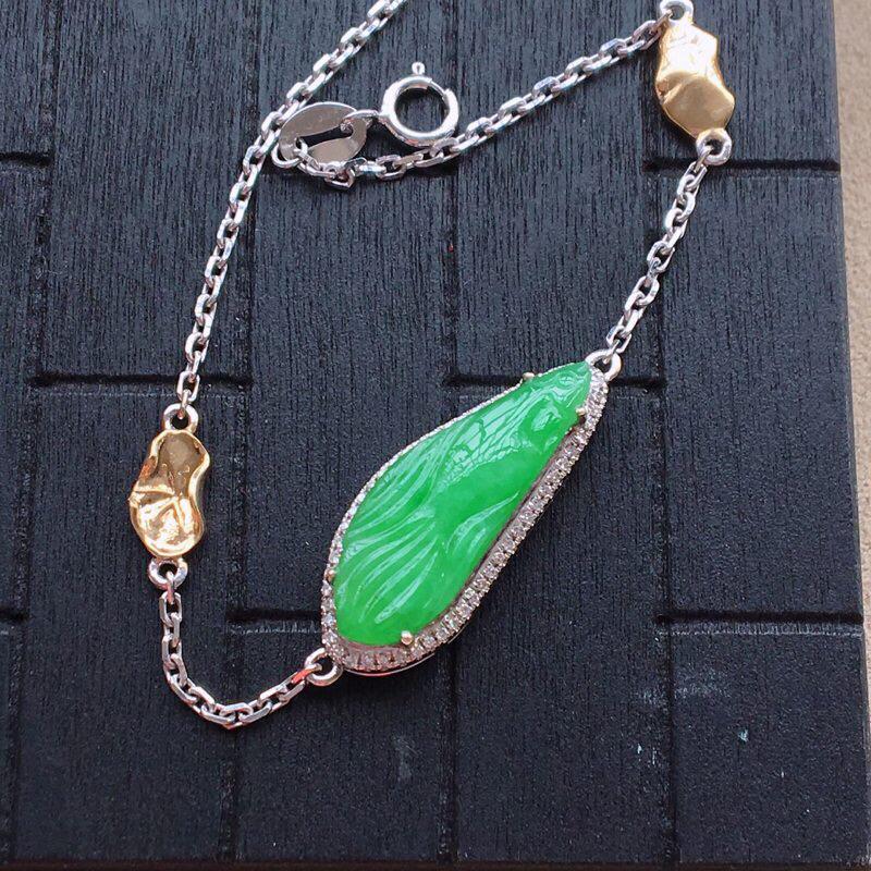 自然光实拍,缅甸a货翡翠,绿金鱼18k伴钻手链,种好细腻,颜色艳丽,精美个性,佩戴佳品