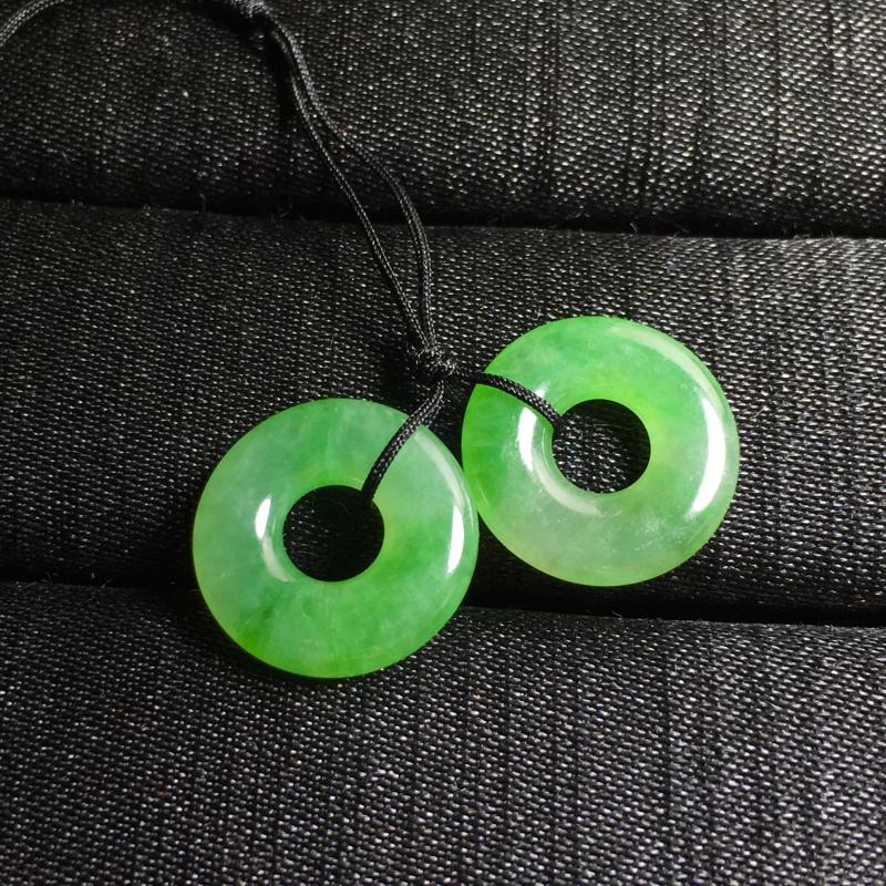 绿花小扣子,镶一对耳坠不错,14.5-3.5mm,2.55g,种水不错,料子好