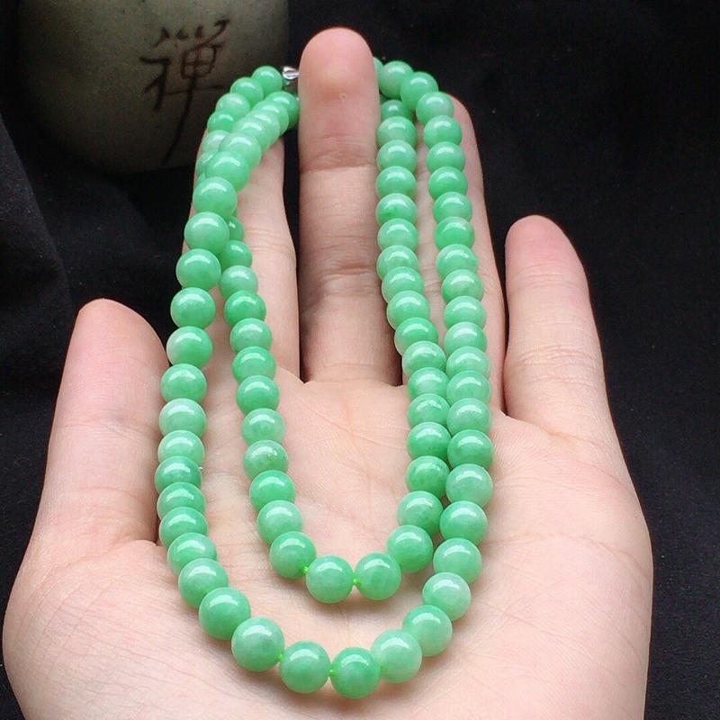 缅甸翡翠圆珠项链(银扣),自然光实拍,颜色漂亮,玉质莹润,佩戴佳品,单颗尺寸大:6.1mm,单颗尺寸