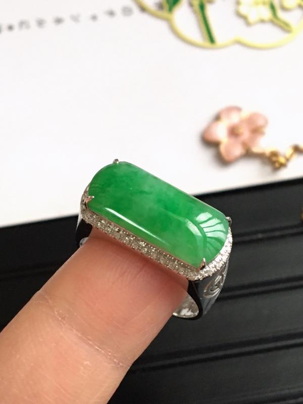 完美,缅甸翡翠A货阳绿马鞍戒指,镶嵌18K金伴钻,内直径18.5mm,可以改圈口