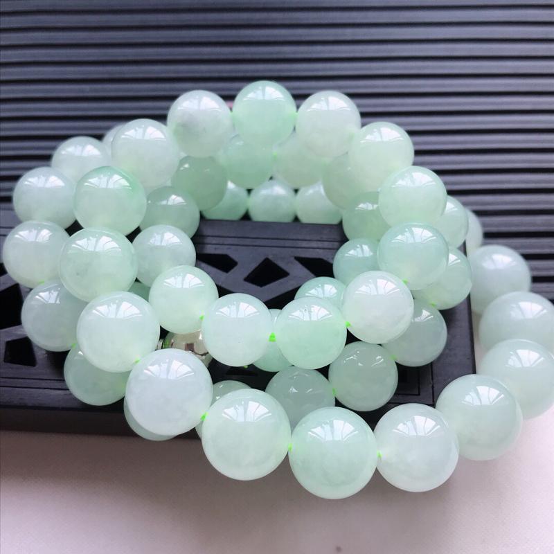 天然翡翠A货细糯种浅绿精美圆珠项链吊坠,尺寸10mm,玉质细腻,种水好 底色漂亮,上身效果漂亮