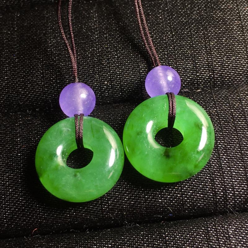 绿扣子,15.5-5.5mm,5.63g,有种有水头,料子不错,可以镶一对耳坠或其他设计