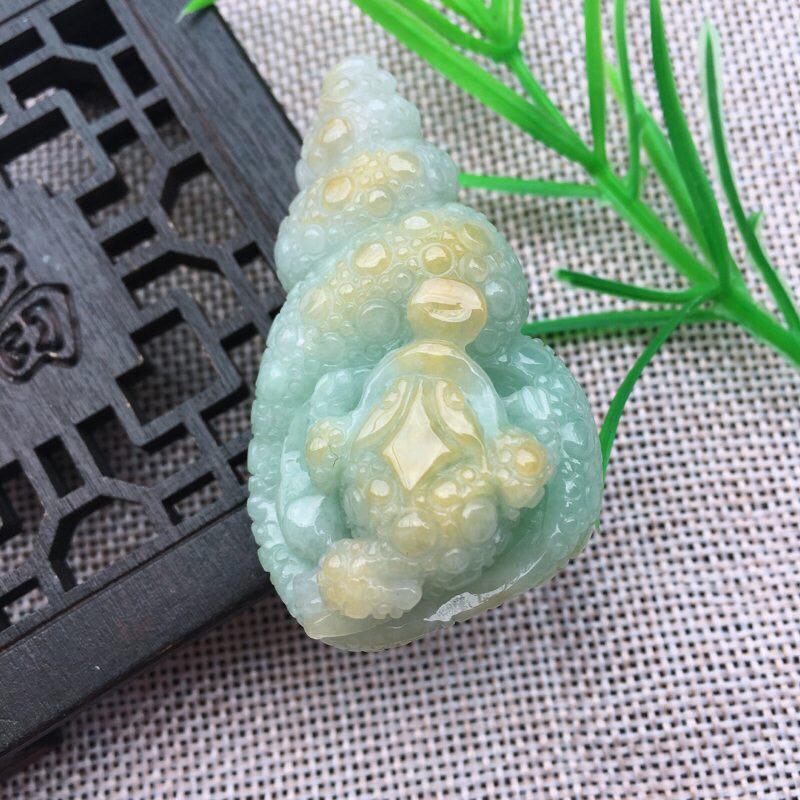 黄加绿精雕海纳百川,海螺吊坠,招财进宝玉坠,俏色巧雕,三脚金蟾吊坠尺寸:54*31*19.5mm