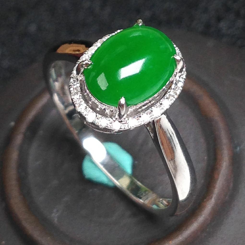 阳绿色戒指 裸石尺寸:8.1*6*3mm内径尺寸:16.8mm圈口:13号完美!18k金精美镶嵌!种
