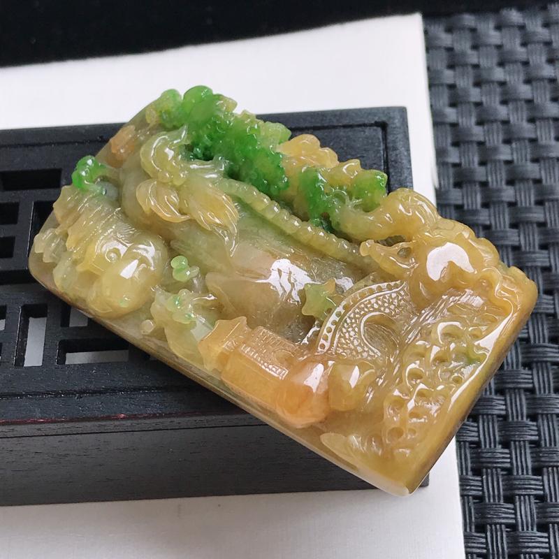 缅甸翡翠a货 糯种黄加绿山水牌吊坠,玉质细腻,底色漂亮,上身高贵,规格62.1/34.4/11.8