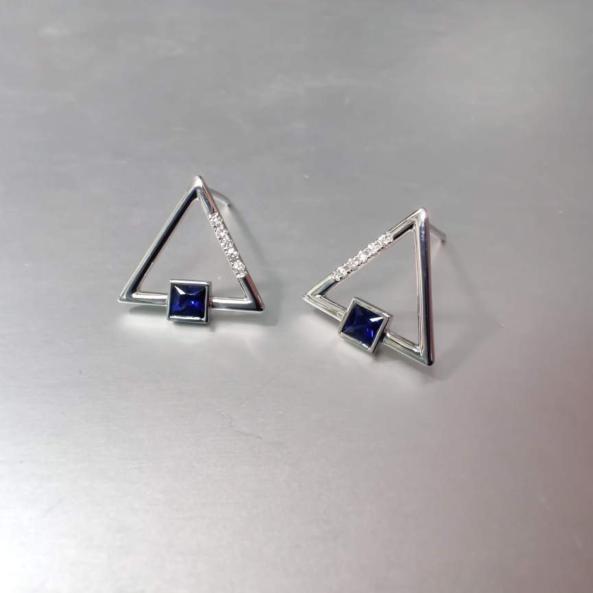 【低价放漏】*【耳钉】18k金+蓝宝石+钻石