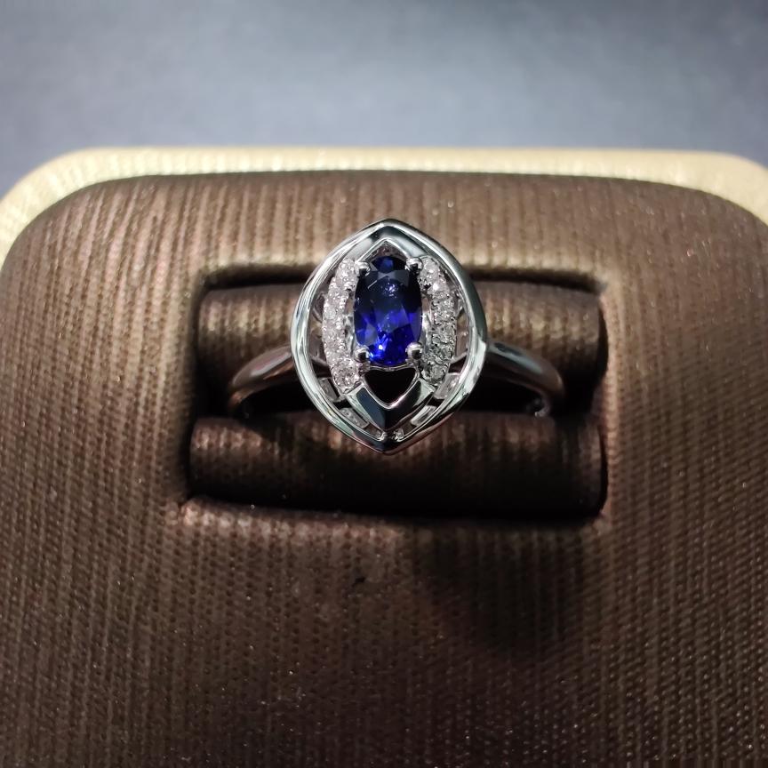 【戒指】18k金+蓝宝石+钻石 天然蓝宝石 切红精细 主石:0.29ct  货重:2.85g  手寸