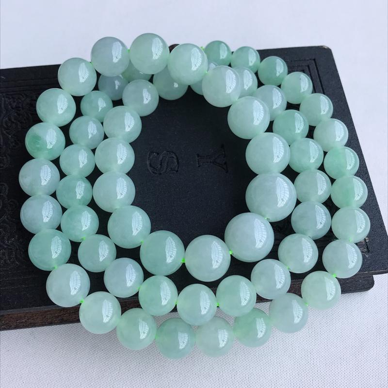 天然翡翠A货糯化种淡绿圆珠项链,尺寸:9.4×13mm水润通透,形体饱满,雕工精美,
