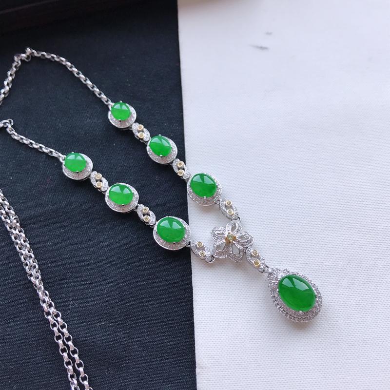 天然翡翠A货18K金镶嵌伴钻冰糯种满绿饱满女士项链,裸石尺寸8.9*6.8*3.7mm玉质细腻,种水