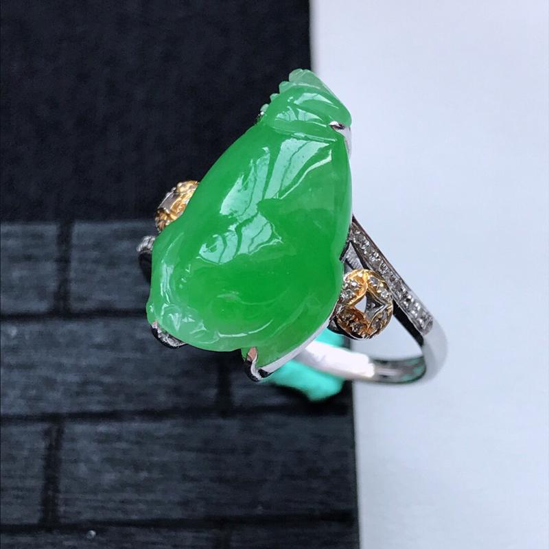 天然翡翠A货18K金镶嵌伴钻细糯种满绿精美貔貅戒指,内径尺寸18.3mm,裸石尺寸18-10.7-4