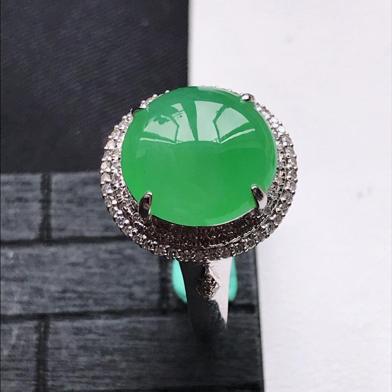 天然翡翠A货18K金镶嵌伴钻糯化种满绿精美蛋面戒指,内径尺寸18mm,裸石尺寸11.8-3.3mm,