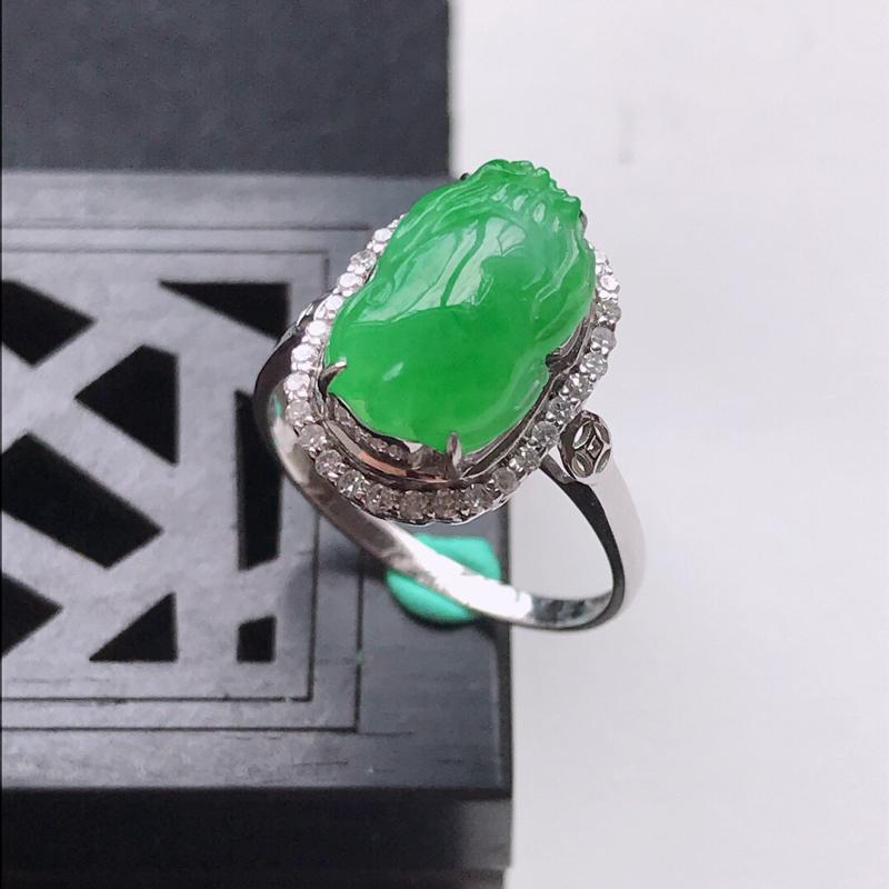 天然翡翠A货18K金镶嵌伴钻细糯种满绿精美貔貅戒指,内径尺寸18.2mm,裸石尺寸12.7-8.4-